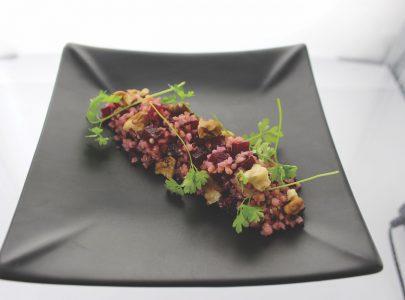 Quinoa met rode biet, kervel en walnoten