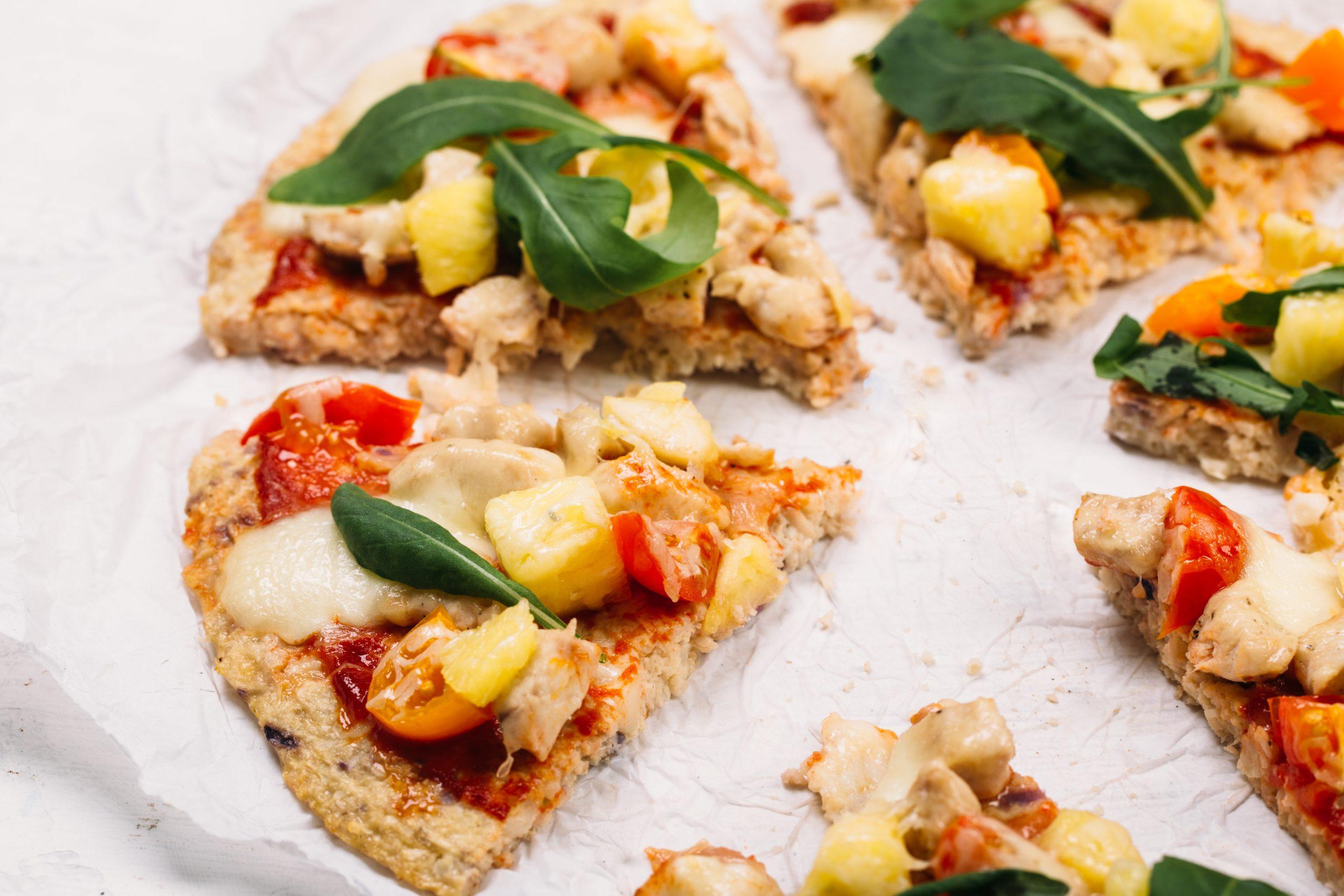 luchtige pizza met bloemkoolbodem